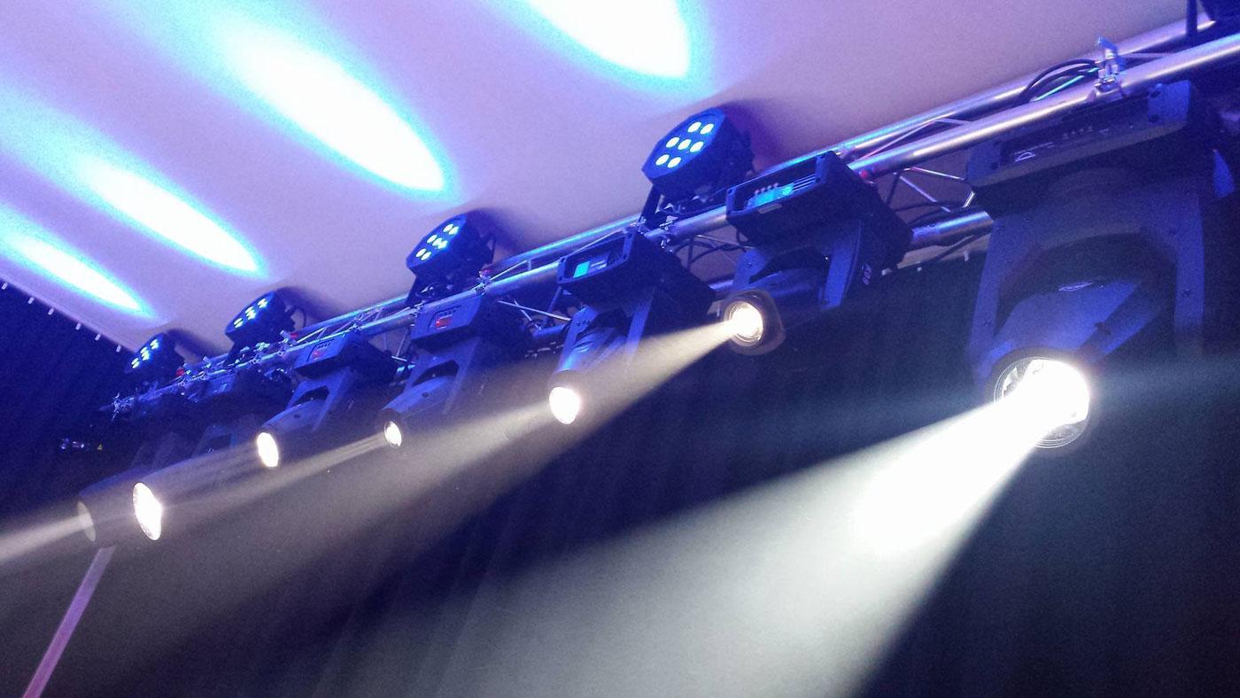 Nowy Showroom Z Oświetleniem Estradowym Uptonepl